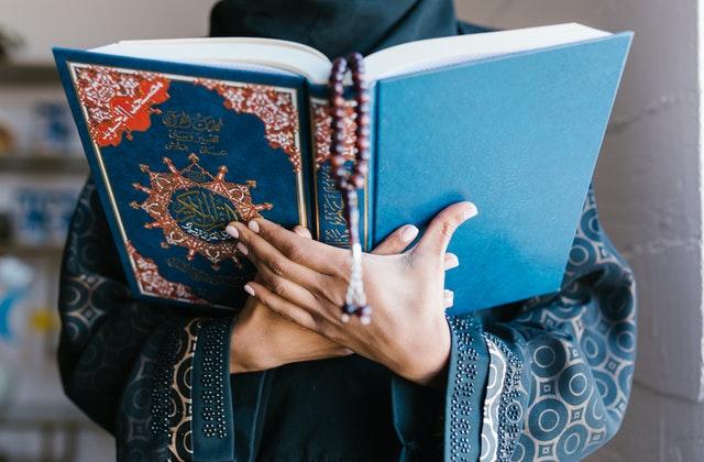كرسي النساء العالمات في المنطقة العربية